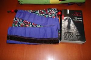 Detail 1 - Sockenbeutel und Buch